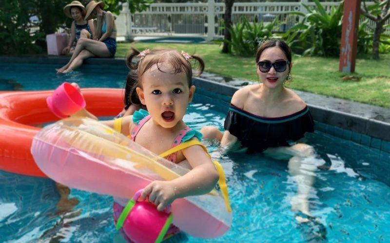 Các bạn có thể đặt đồ bơi trẻ em nhập khẩu qua sàn TMĐT Alitaobao